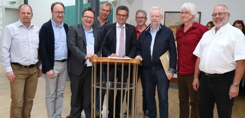 """Stadtrat unterzeichnete """"Hennefer Erklärung"""" Quelle: Stadt Hennef"""
