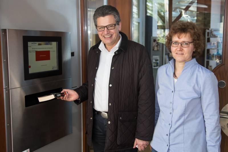 Medien an 7 Tagen rund um die Uhr zurückgeben – Rückgabeautomat und Selbstverbuchungsstation Quelle: Hennef