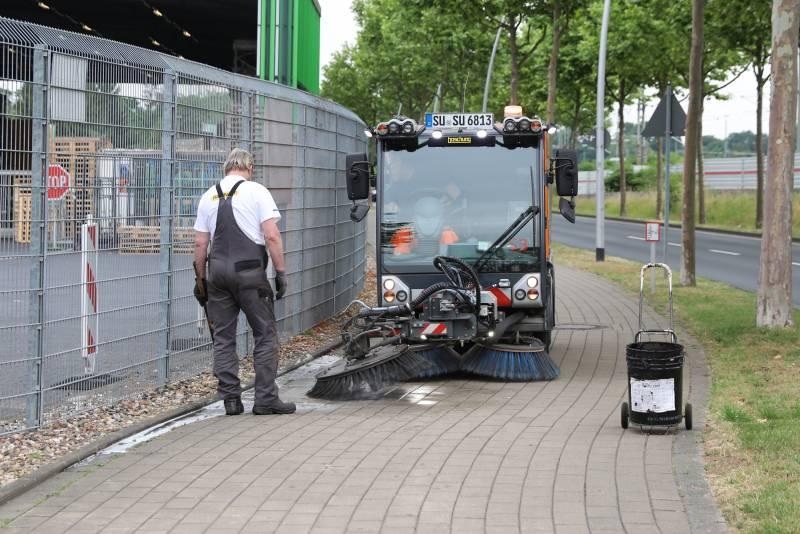 Hakenkreuz-Schmierereien im Straßenverlauf in Siegburg
