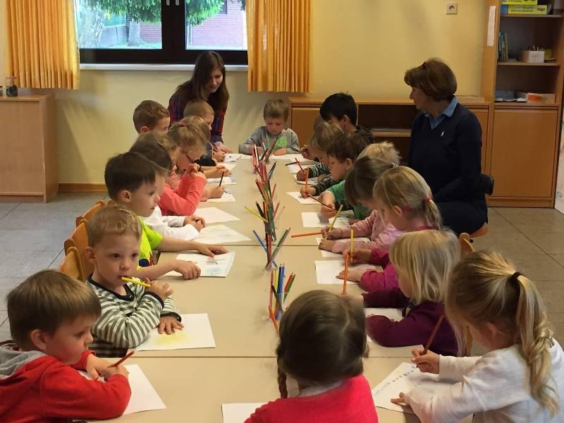 Kinder gestalten Deko-Sets für Villa Friedlinde Quelle: Stadt Lohmar