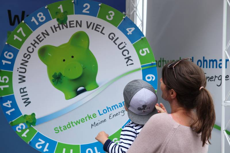 Stadtwerke Lohmar danken der Kreissparkasse Quelle: Stadtwerke Lohmar