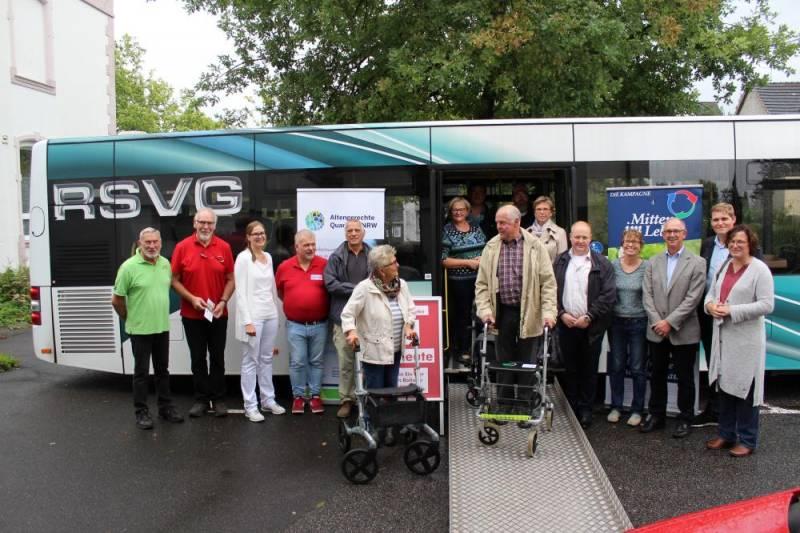 Bustraining für Seniorinnen und Senioren mit und ohne Rollator Quelle: Gemeindeverwaltung Much