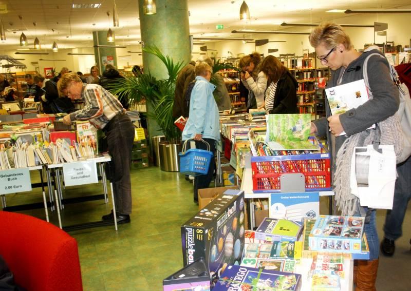 Medienflohmarkt in der Stadtbibliothek Schnäppchenjäger aufgepasst