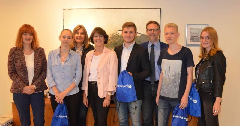 Nachwuchs-Journalisten ausgezeichnet Gleich zwei Preise der F.A.Z. gehen ans Berufskolleg in Siegburg