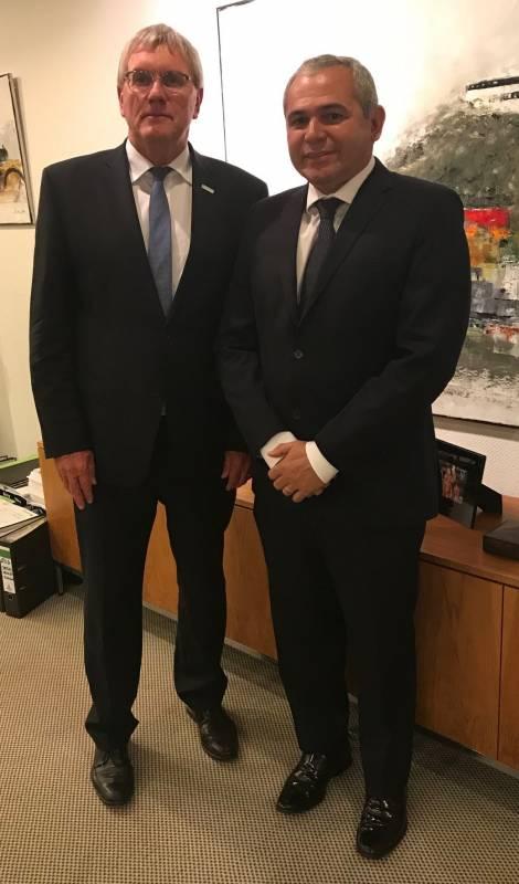 Brasilien zu Gast im Kreishaus Landrat Sebastian Schuster empfing Bürgermeister der Partnerkommune aus Santarém