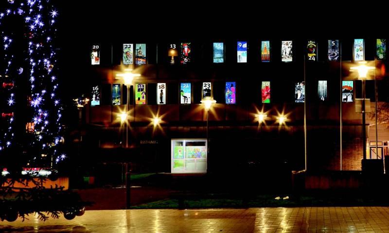 24 Adventsmotive lassen das Lohmarer Rathaus erstrahlen Begleitende Ausstellung vom 1. bis 22. Dezember