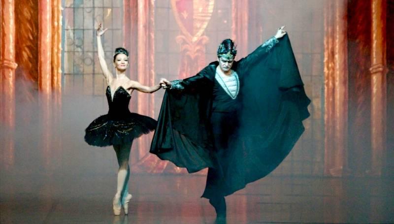 Tschaikowskis Schwanensee verzaubert Klassisches Ballett in der Stadthalle Troisdorf