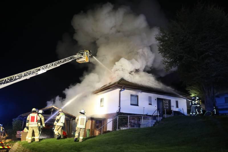 Brand eines Einfamilienhauses in Lohmar