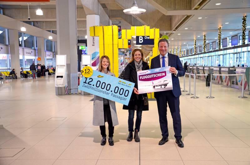 12-millionster Fluggast in Köln/Bonn begrüßt Kurz vor Weihnachten feiert Airport neuen Rekord