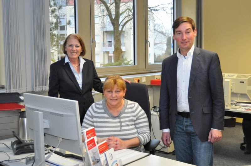 Sebastian Hartmann zu Besuch in der Arbeitsagentur Sebastian Hartmann, SPD-Bundestagsabgeordneter des Rhein-Sieg- Kreises, besuchte heute die Leiterin der Arbeitsagentur Bonn/Rhein- Sieg, Marita Schmickler-Herriger. Die beiden tauschten sich zu den aktuellen Herausforderungen im Ausbildungs- und Arbeitsmarkt aus.