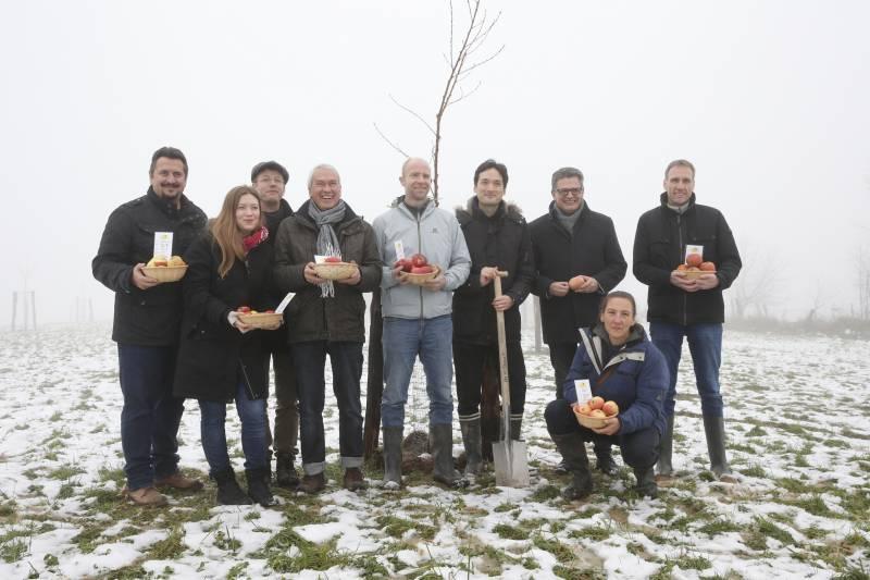 Gemeinsam für Umwelt & Region Eckes-Granini und CHEP unterstützen Streuobstwiesen in Hennef