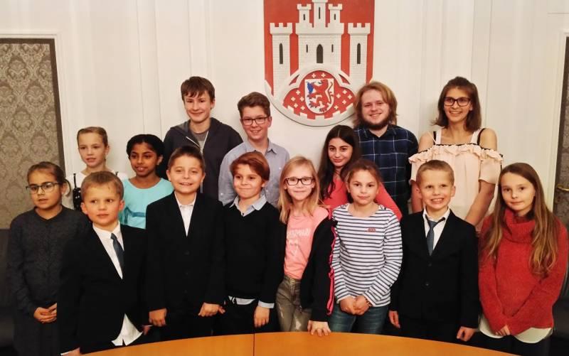 Junges Parlament Erste Sitzung und Wahlen