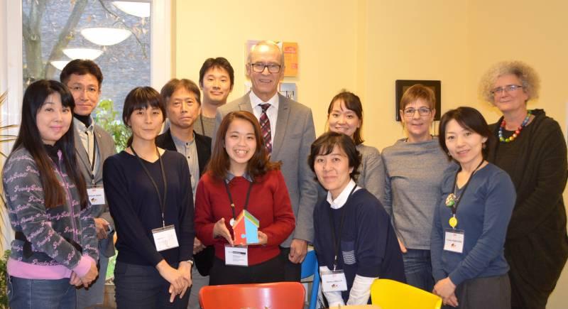 Troisdorfer Bilderbuch in Japan Delegation im Mehrgenerationenhaus