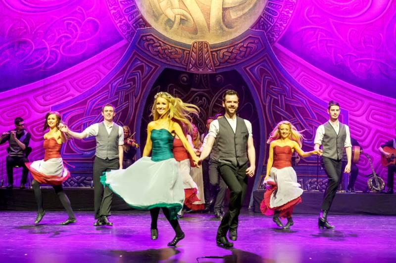 Rhythm of the Dance zum Jahresende Tanzshow in der Stadthalle Troisdorf