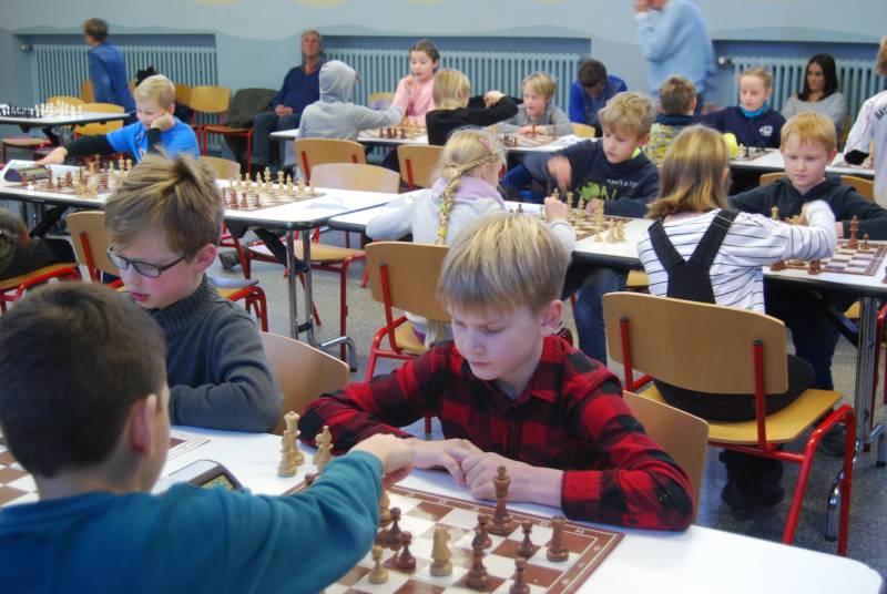Schon die Jüngsten waren dabei Schachmeisterschaften an Schulen im Kreis