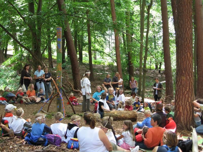 Waldgeister, Indianer, Schnitzhandwerk und viel Natur Städtisches Umweltbüro bietet spannende Ferienprogramme