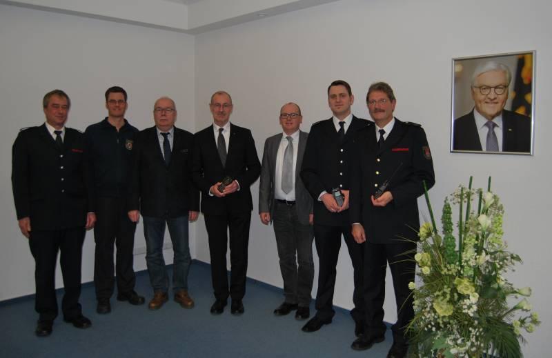 Kreis stiftet Funkgeräte Unterstützung für Notfallhelfergruppe Ruppichteroth-Winterscheid