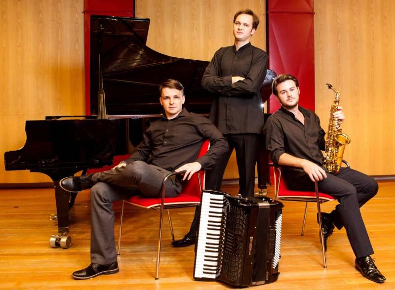 Trio SpiegelBild spielt zu Ornamenten Konzert zur Ausstellung im Kunsthaus Troisdorf