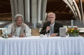 Brian Batstone und Prof.Th.Pagel von Links- Foto-(c) W. Scheurer-9247