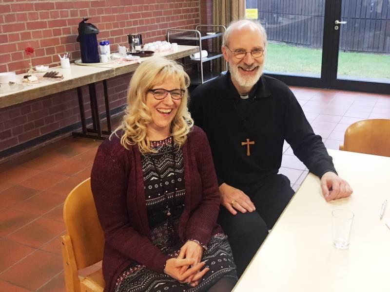 Weihbischof besuchte die Flüchtlingshilfe Quelle : Stadt Troisdorf