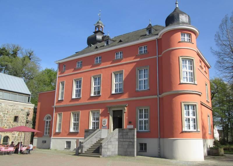 Sanierung auf Burg Wissem fertiggestellt Neue Fenster, trockene Fassade