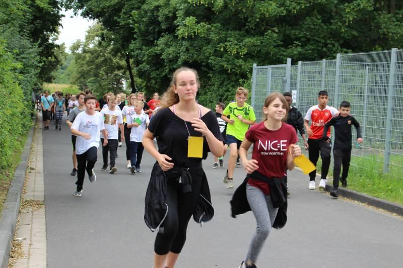 Rennen, was das Zeug hält! –  Erfolgreicher Sponsorenlauf an der Gesamtschule Hennef-West Quelle : Stadt Hennef