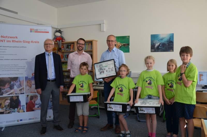 Auf zum Wettbewerb! Roboterbausätze an Grundschulen übergeben Quelle: Hennef