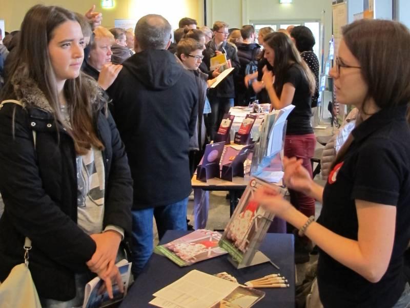 Schritt für Schritt zum Auslandsaufenthalt JugendBildungsmesse Bonn lässt Träume zu Plänen werden Quelle: weltweiser