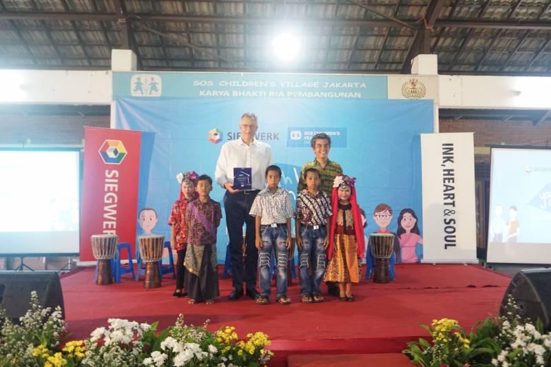 Siegwerk fördert Kinder und junge Erwachsene in Cibubur, Jakarta mit digitalen Tools und dem SOS YouthCan!- Programm Quelle: Siegwerk Druckfarben AG & Co. KGaA