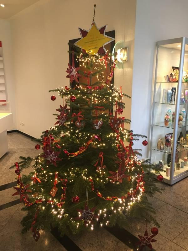 Kinderburg-Kinder schmückten Weihnachtsbaum im Siegwerk Quelle: Jugendbehindertenhilfe Siegburg Rhein-Sieg e.V.