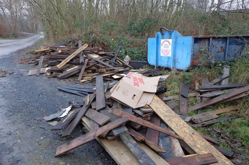 Große Mengen Müll illegal in Birlinghoven entsorgt Quelle: Stadt Sankt Augustin