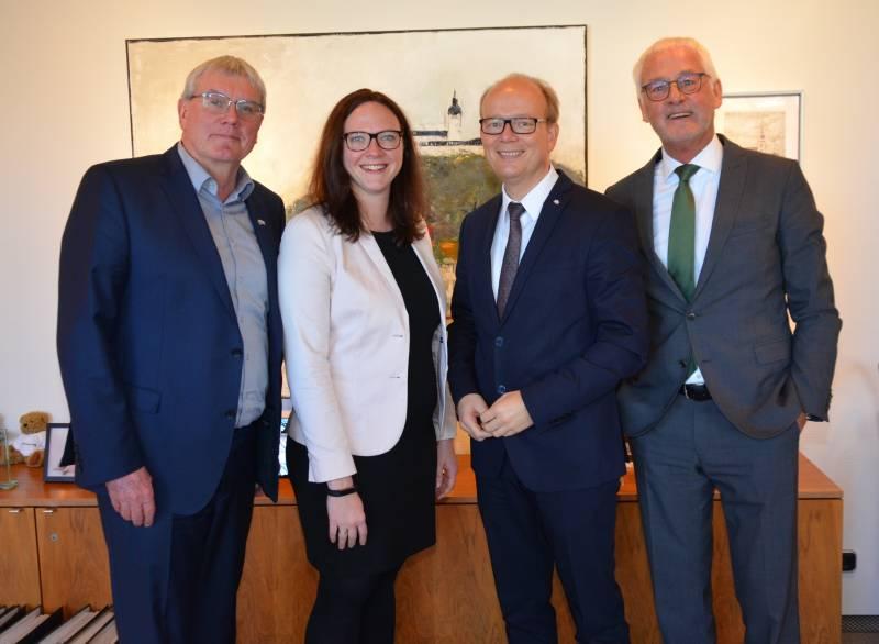 NRW-Landtagspräsident André Kuper besucht Berufskolleg und Landrat Sebastian Schuster Quelle: Rhein-Sieg-Kreis
