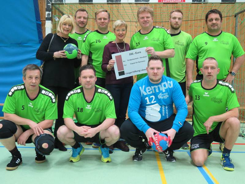 Spendenscheck motivierte die Wölfe – Wahlscheider Handballer dank Zuschuss der BürgerStiftungLohmar im neuen Outfit Quelle: Stadt Lohmar