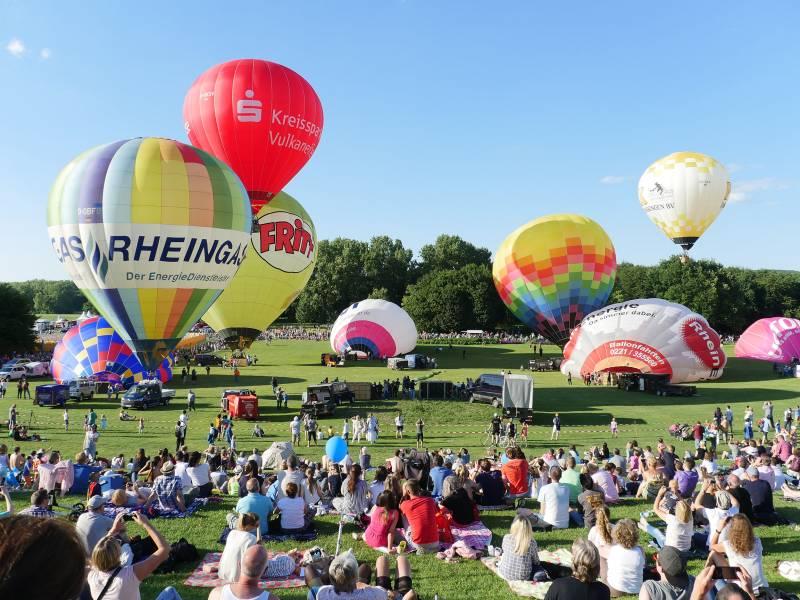 Pfingsten in der Rheinaue: 11. Ballonfestival Bonn Quelle: Skytours