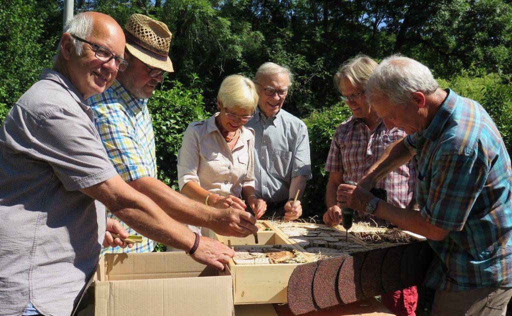 HGV-Umweltgruppe mit Bienenfleiß bei der Arbeit