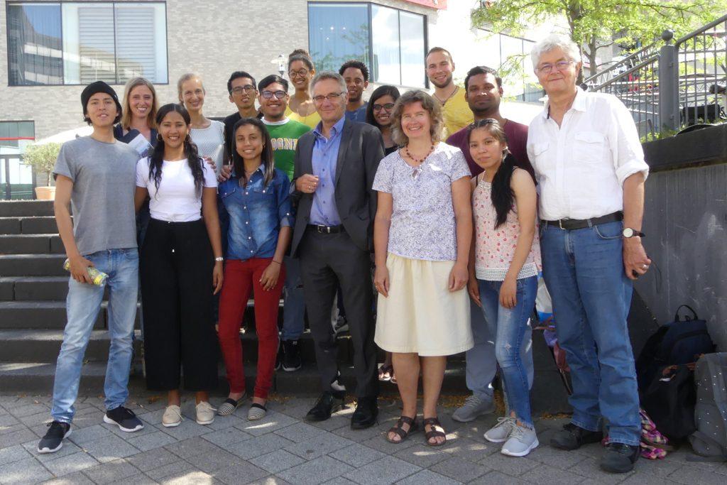 Zehn Weltwärts-Praktikanten beim Umweltseminar in und um Sankt Augustin