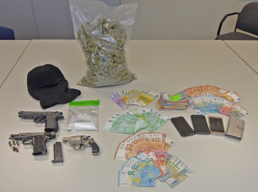 POL-SU: Mutmaßliche Drogenhändler in Haft