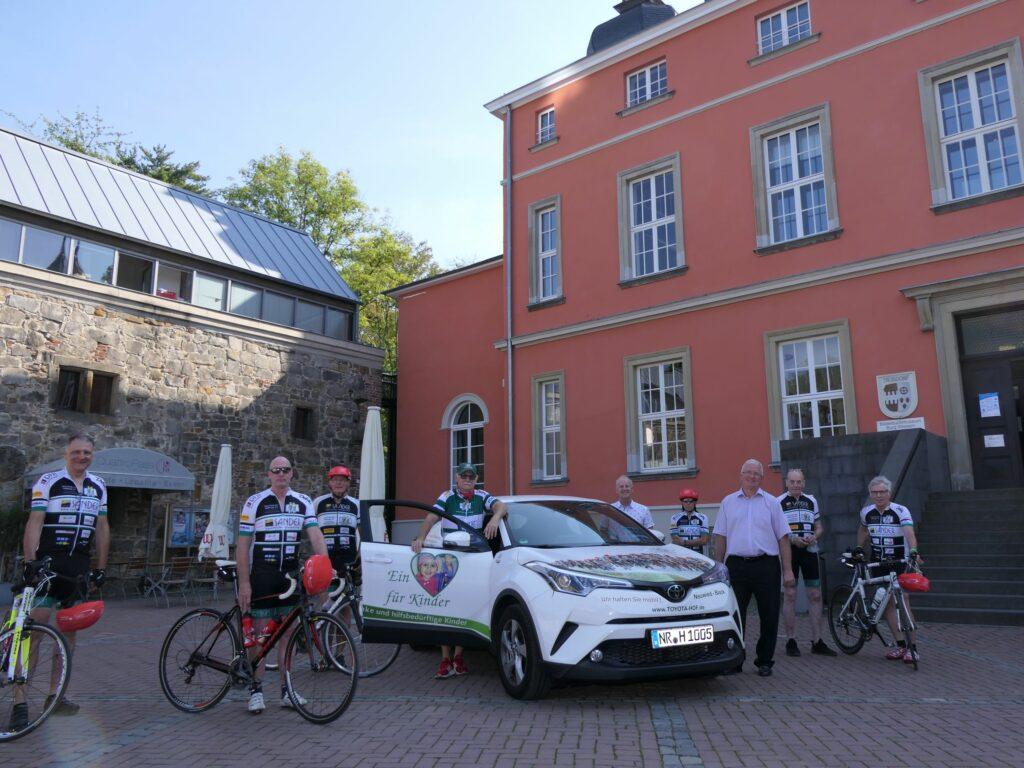 Radeln für einen guten Zweck mit Zwischenstopp an der Burg Wissem