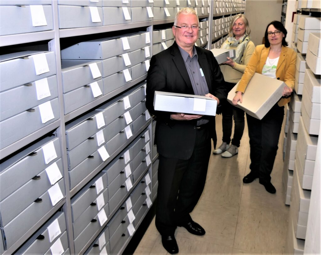 Säurefreie Kästen für Archivgut