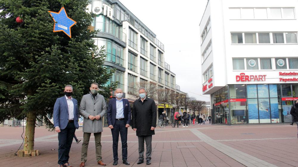 """Traditionelle Weihnachtstanne auf dem Europaplatz: """"Licht in der dunklen Zeit"""""""