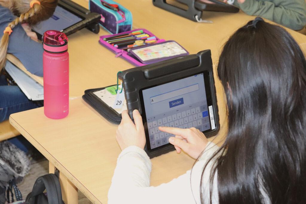 Weitere, digitale Ausstattung an Schulen