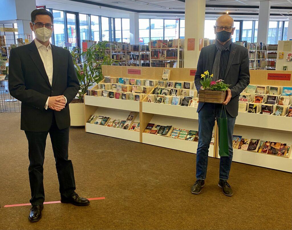 Spende für die Leseförderung der Stadtbücherei