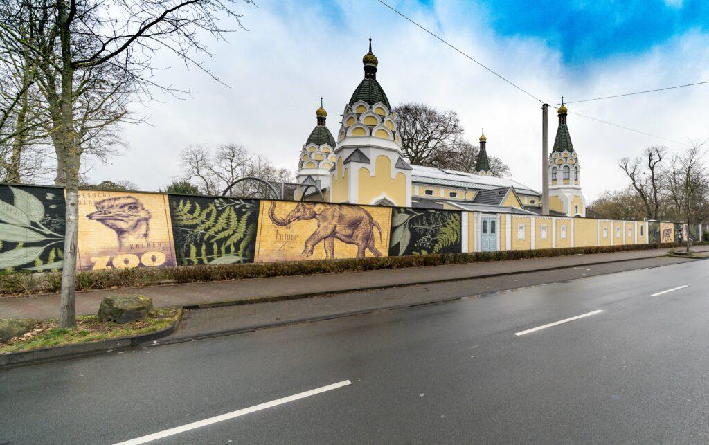 Passender Rahmen für ein architektonisches Schmuckstück des Rheinlands: Zoomauer abschnittsweise neu gestaltet