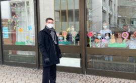 01400 81.078 (3) Bürgermeister Max Leitterstorf vor den geschmückten Fenstern(P001127093)