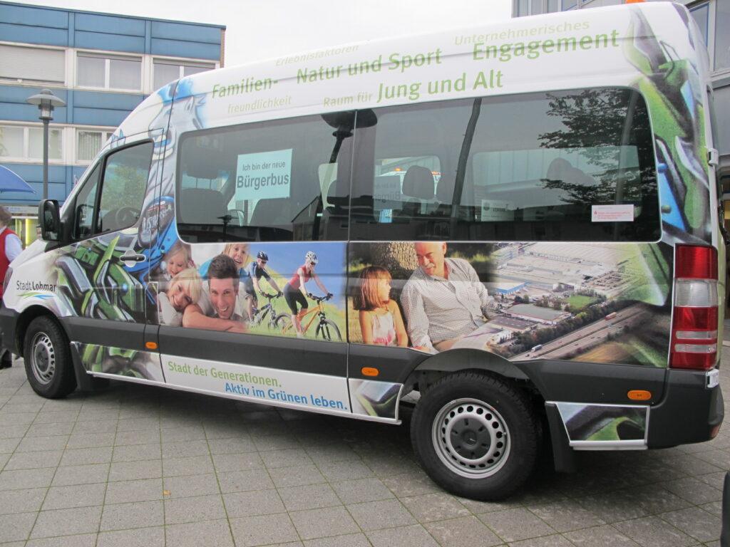 Bürgerbus fährt Senioren kostenlos zum Testzentrum – Dreimal täglich vom Rathausvorplatz